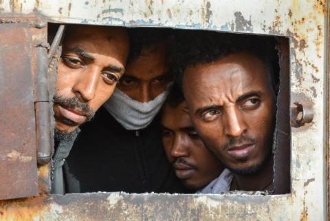 Libyen: Flera dödsfall till följd av inhumana förhållanden i  flyktingförvar