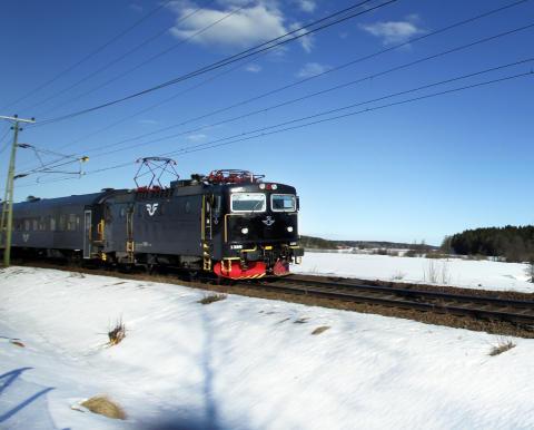 SJ InterCity i vinterlandskap