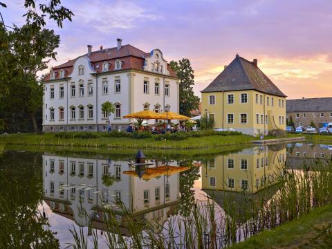 Gut Kahnsdorf mit Schillercafé in Kahnsdorf am Hainer See bei Leipzig