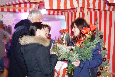 Feuershow und Schnee beim Schmetterling Weihnachtsmarkt