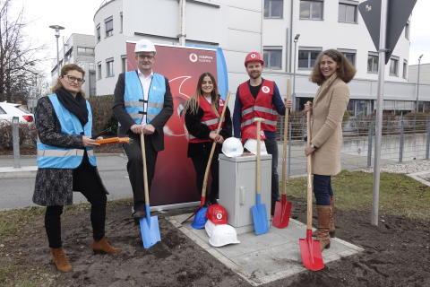 Neues Glasfasernetz im Gewerbegebiet Lochhamer Schlag errichtet