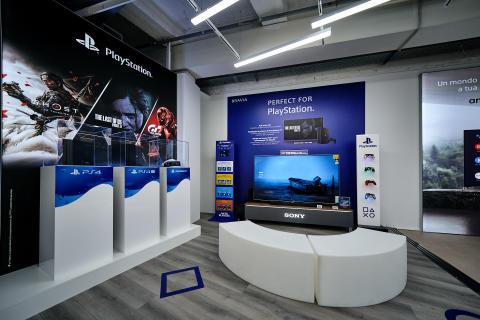 Bottega tecnologica Sony _ MediaWorld Tech Village Certosa