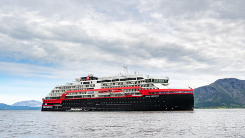 MS Roald Amundsen - Photo credit Hurtigruten _  Espen Mills - 08