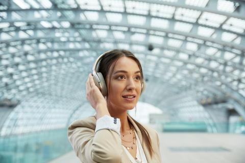 Sony introduceert nieuw type noise cancelling headphone en smartphone op IFA 2016