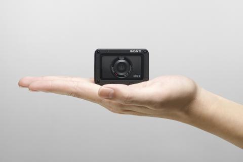 Die weltweit leichteste und kompakteste Premium-Kamera: die RX0 II von Sony