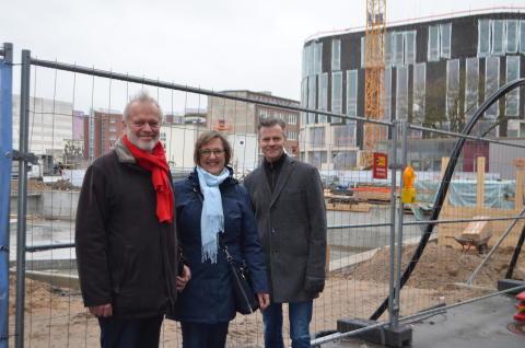 StadtführerInnen an der Baustelle Kleiner Kiel Kanal v.li. Uwe Trautsch, Manuela Junghölter, Jens-Olaf Beismann