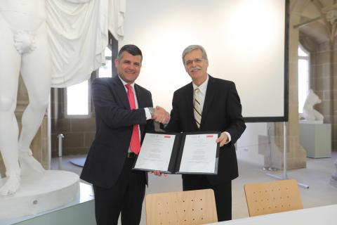 Vertragsunterzeichnung Uni Tübingen und Santander