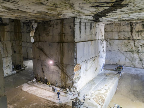 Inside the Calacata Borghini quarry