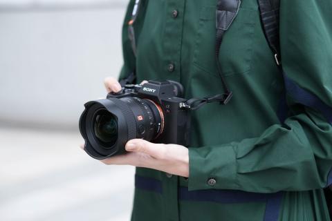 Sony predstavlja kompaktni, ultra širokokotni objektiv z veliko zaslonko FE 14mm F1.8 G Master™ Prime