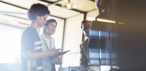 Svenska medarbetare har närmare till företagsledningen – sticker ut i internationell jämförelse