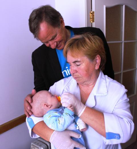 Norwegian feirer 10 år og gir 1 million kroner til UNICEF