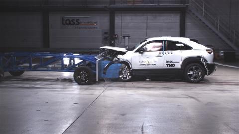 Mazda MX-30 - Mobile Progressive Deformable Barrier test 2020