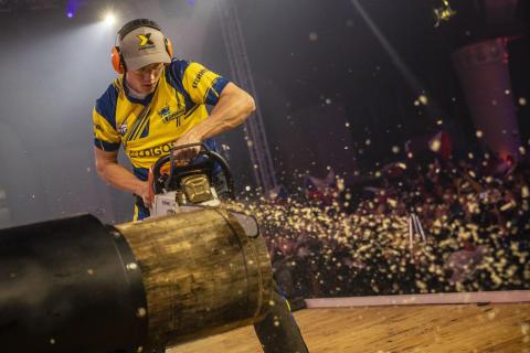 Ferry Svan skriver svensk historia under VM i Timbersports