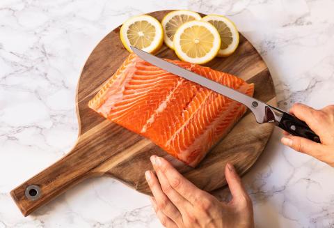 Knives_1948_Fillet-Knife_W20FK_w_salmon_landscape_sRGB