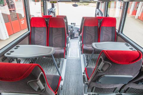 Die Sitze und Tische können mittels Schnellverschluss entfernt werden