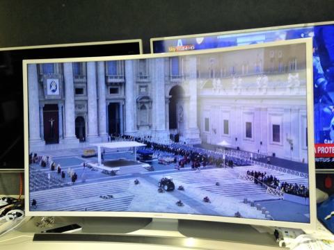Il Centro Televisivo Vaticano, Sony, DBW Communication, Eutelsat, Globecast e NTT Electronics testano con successo la prima trasmissione mondiale di immagini live Ultra HD in HDR retrocompatibile Hybrid Log-Gamma