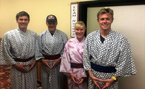 Iden, Blummenfelt, Stornes og Julia Hauser fra Østerrike blir kjent med japansk kultur