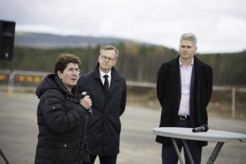 Första spadtaget vid Scandinavian Mountains Airport AB