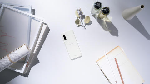 Xperia 10 II_In_situation2_White