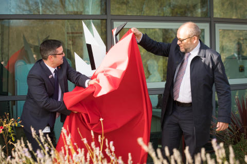 New statue to mark the 10th birthday of Kent high speed train depot