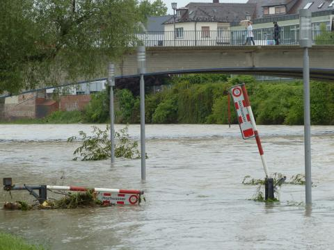 Wer zahlt für Schäden durch Hochwasser und Dauerregen?