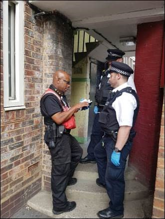 Met officers working with community wardens to keep Southwark citizens safe