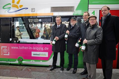 v.l.: Dietrich Hagemann, Hans-Christian Hagans, Volker Bremer, Oliver Mietzsch und Tobias Kobe vor der neuen Elster-Saale-Bahn