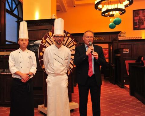 Eröffnung German Food Promotion_Johnson Li,  Executive Chef Maritim Hotel Shenyang, Sebastian Bartels und Hoteldirektor Sandro Schmidt (von links)