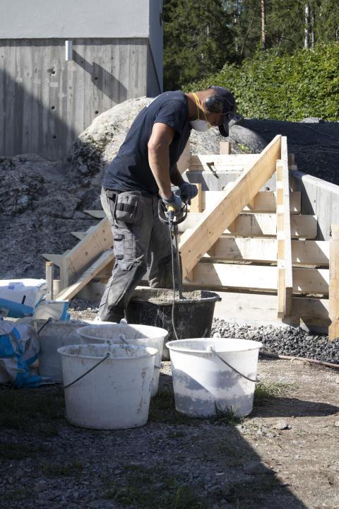 Björn bygger bo - Gjuta trappa 2