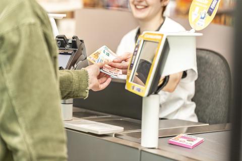 Ab sofort und nur bei dm: Kostenfrei Bargeld abheben ab dem ersten Produkt