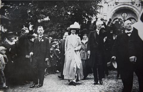 The Swedish king and queen at the inauguration of the SECC in 1918