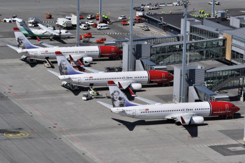 Four Norwegian Boeing 737-800 aircrafts