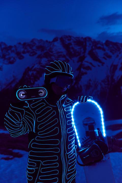BUCK_LED_Snowboarders05