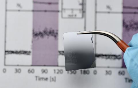 Här är sensorn, placerad i det nedre vänstra hörnet av plattan. Foto: Hans Sohlström