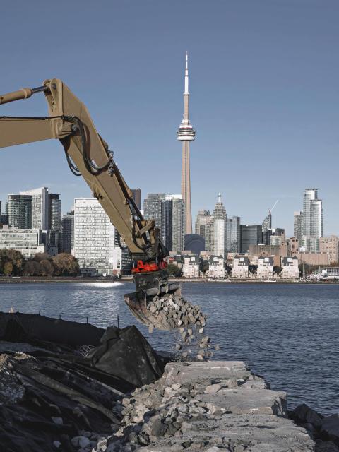 Rototilt tiltrotator on Hitachi, Toronto Canada