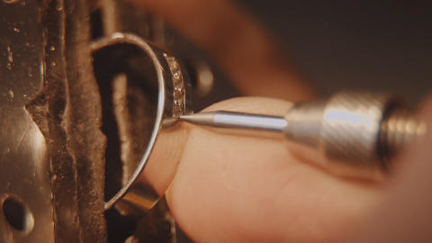 Har du gamle smykker, du ønsker omsmeltet?