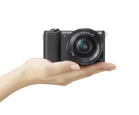 Sony α5100 – maailman pienimmän vaihdettavan objektiivin kamerani huippunopea automaattitarkennus ja ammattitason kuvalaatu takaavat entistä tarkempaa kuvaamista.