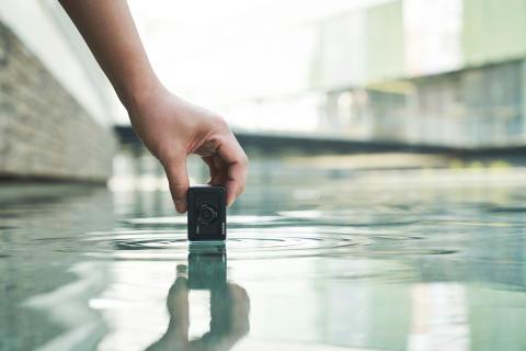RX0M2_waterproof3-Large