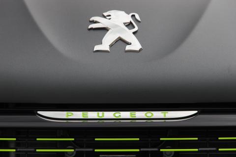 """Premiär för Peugeot 208 klädd i """"haute couture"""" lack"""