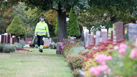 Ny utbildning startar för kyrkogårdsarbetare med praktisk erfarenhet