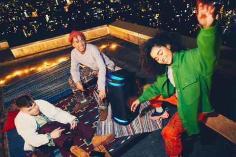 LIVE LIFE LOUD – Sony präsentiert die neue X-Serie mit drei leistungsstarken kabellosen Lautsprechern