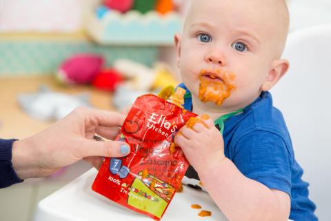 Ella´s Kitchen barn äter Vegetarisk Lasagne
