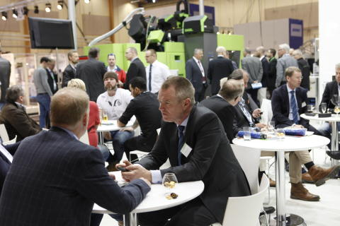 Popular polymer fair with visitors who are eager to buy