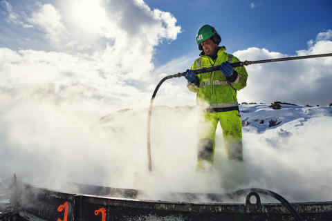 Steaming for å fjerne is og snø