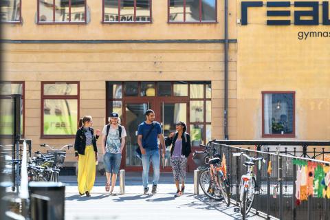 Realgymnasiet startar nya gymnasieskolor i Örebro och Halmstad