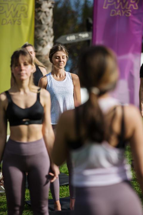 Yoga-Sessions sind Teil der Powercamps.jpg
