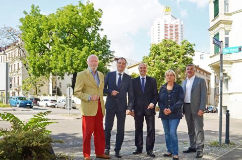 """Initiatoren der Enthüllung der """"100"""" des Doppel-M der Leipziger Messe"""