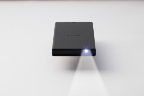 Sony lanserar kraftfull mobil projektor i fickformat
