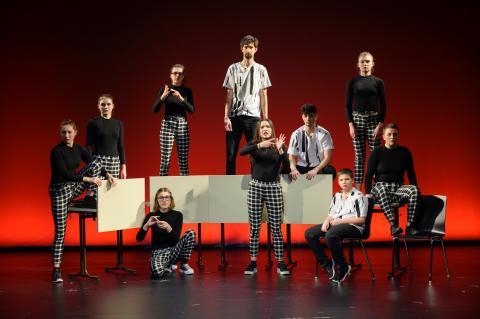 Wütender Tanz begeistert Publikum beim inklusiven Cochlear Tanzprojekt