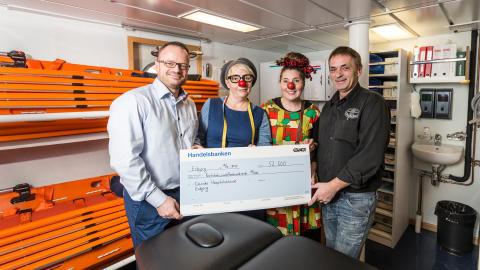 ESVAGT donerer julegaver til hospitalsklovne